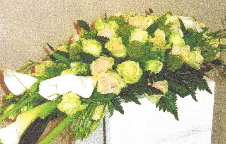 NR 6 bloemstuk en of kiststuk 130 euro