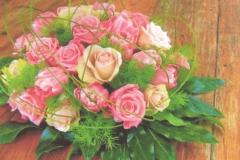 NR 2 bloemstuk hedendaags rond met frisse seizoensvulling en flexigras 75 euro