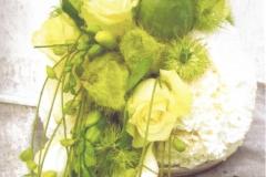 NR 20 hedendaags bloemstuk in bolvorm 140 euro