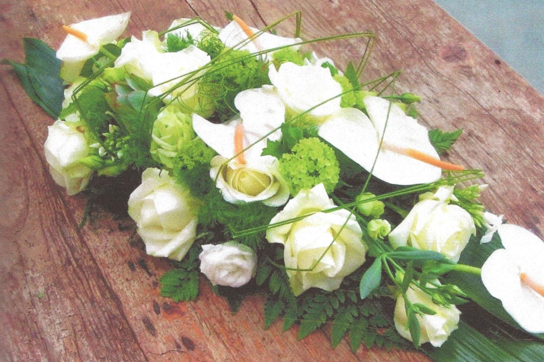 NR 07 Bloemstuk Anthuriums rozen en seizoensvulling 75 euro