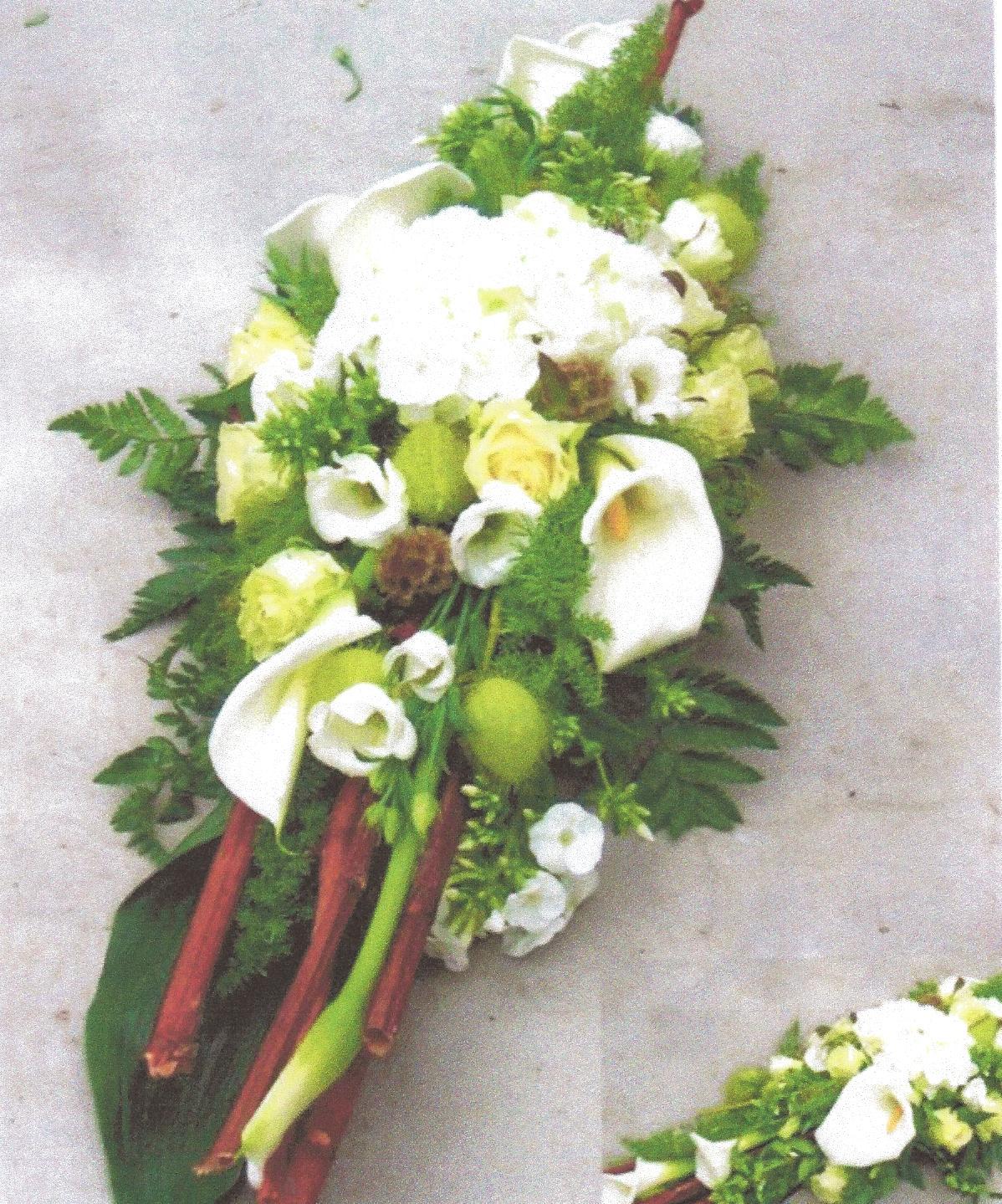 NR 08 Bloemstuk calla rozen bamboo polygorum en seizoensvulling 90 euro