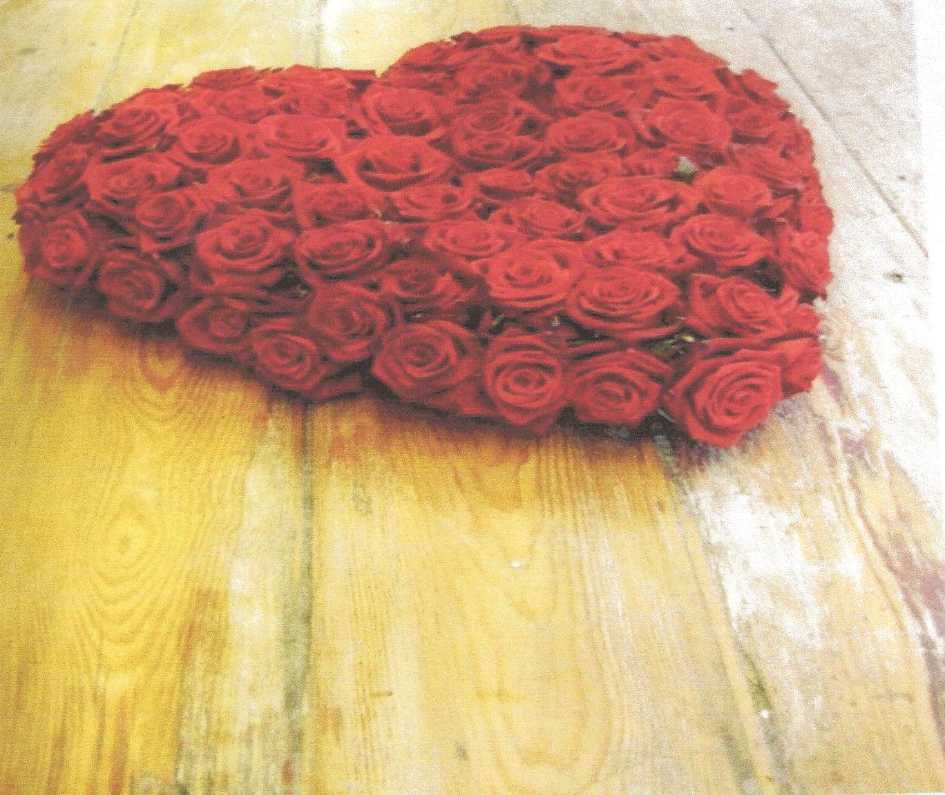 NR 14 Hart volledig rode rozen 150 euro